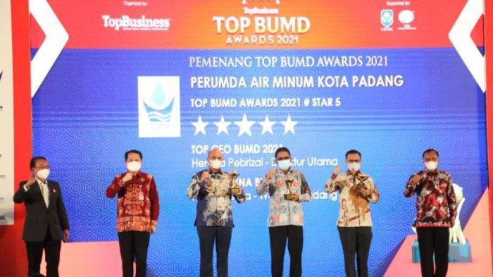 Wali Kota Padang Hendri Septa Terima Penghargaan Nasional Top Pembina BUMD Award 2021