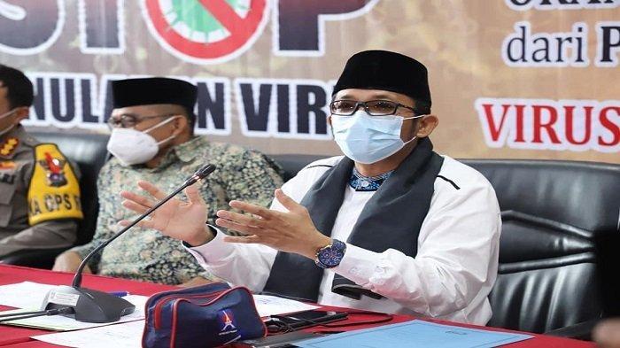 Wali Kota Padang Hendri Septa memberikan penjelasan terhadap keputusan tersebut usai menggelar rapat bersama Forkopimda Kota Padang di Gedung Putih Rumah Dinas Wali Kota Padang, Senin (10/5/2021).