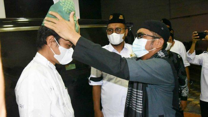 Wali Kota Padang Hendri Septa bersama Ustaz Abdul Somad.