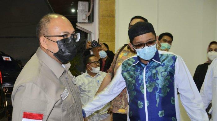 Wali Kota Padang Hendri Septa menerima kunjungan silaturrahim dari Anggota Komisi VI DPR RI di kediaman resminya, Kamis malam (17/7/2021).