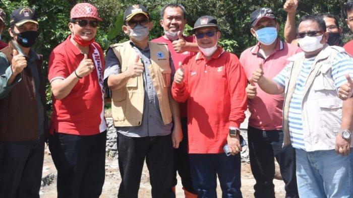 Wali Kota Padang Hendri Septa meninjau pelaksanaan Manunggal BBGRM di Kelok, Kecamatan Kuranji, Minggu (6/6/2021).
