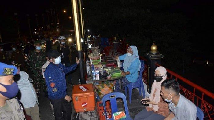 Pantau Pengetatan PPKM Malam Hari di Kota Padang, Hendri Septa Datangi Kawasan Pondok