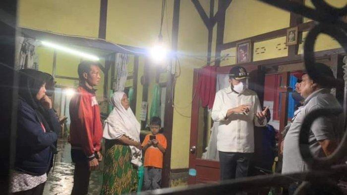 Fadly Amran Langsung Kunjungi Warga Korban Banjir di Padang Panjang, Serahkan Bantuan ke Dua Lokasi