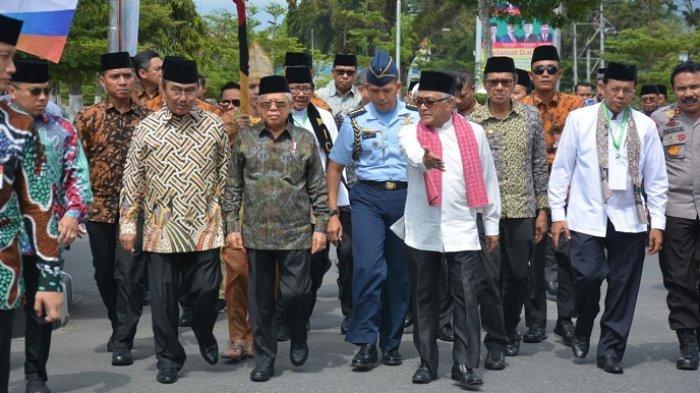 Gubernur Sumbar Berpantun, Jimly Asshidiqie Bisik-bisik dengan Wapres Ma'ruf Amin, Katanya. . .