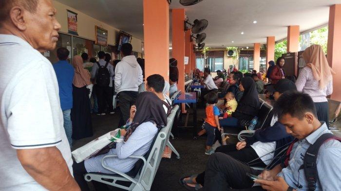 Warga Masih Padati Disdukcapil Padang, Kadis: Tunda Dulu Urus Dokumen Jika Tidak Terlalu Penting