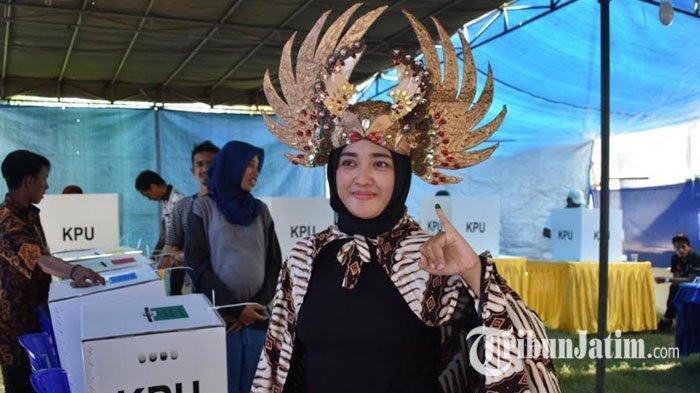 Pesta Demokrasi Disambut Antusias dan Meriah, Warga Datang Ke TPS Gunakan Pakaian Pawai