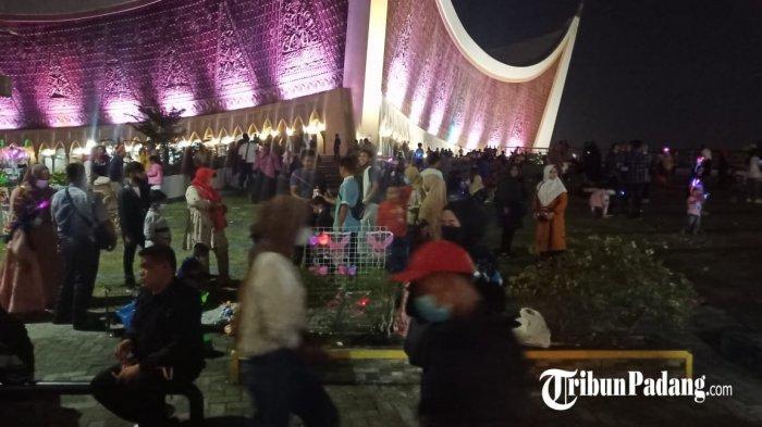 Masjid Raya Sumbar Gelar Salat Gerhana Bulan Berjamaah Selepas Maghrib, Mulai Pukul 19.00 WIB