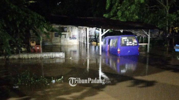 Angkot hingga Warung Terendam Setelah Hujan Lebat Guyur Padang, Genangi Sejumlah Lokasi