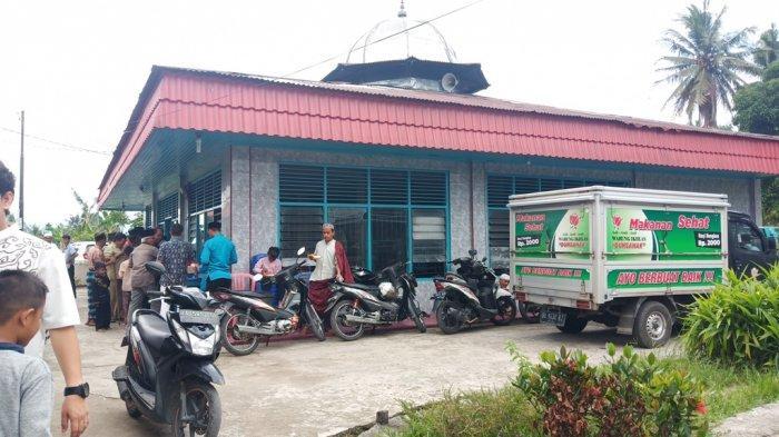 Warung Ikhlas Dunsanak di Padang, Jumat Makan Gratis Senin hingga Kamis Nasi Bungkus Hanya Rp 2 Ribu