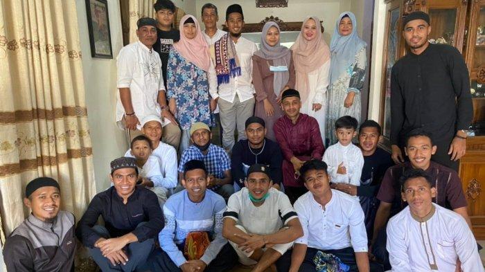 Idul Adha 2021 - Pemain Semen Padang FC Sambangi Rumah Coach Weliansyah, Vivi Asrizal Cs tidak Mudik
