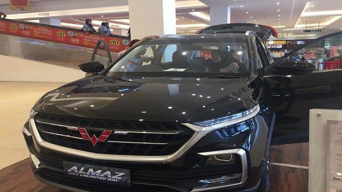 Wuling Motors Luncurkann Almaz Tipe Terbaru, Promo Stand di Transmart Padang