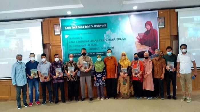 Peluncuran dan Bedah Buku Tandai Seremoni Purna Bakti Dr Lindayanti, M Hum, Dosen Ilmu Sejarah Unand