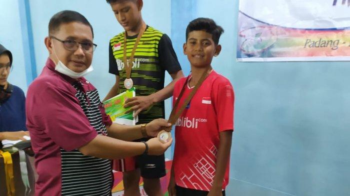 PB Mahmuda Boyong Medali Emas Tunggal Anak-anak Mabar Mahmuda Cup