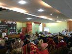 acara-wisuda-tahfidz-quran-smp-n-1-padang-yang-berlangsung-di-masjid-agung-nurul-iman-padangjpg.jpg