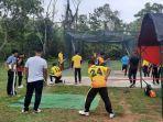 atlet-cricket-sumbar-sedang-melakukan-latihan-di-padang.jpg