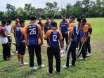 atlet-cricket-sumbar-sedang-melakukan-latihan.jpg