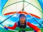 atlet-gantole-sumbar-nsr-yalatif-sedang-terbang-di-udara.jpg