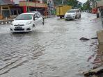 banjir-di-jalan-gajah-mada-padang-kamis-1092020.jpg