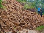 bencana-longsor-terjadi-di-nagari-aia-luo-kecamatan-payung-sekaki.jpg
