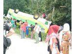 bus-terbalik-saat-mendaki-lokasi-wisata-bukik-chinangkiek-di-kecamatan-x-koto-singkarak.jpg