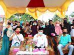 calon-wakil-gubernur-sumbar-ali-mukhni-bersama-warga.jpg