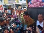 gubernur-sumbar-irwan-prayitno-diwawancara-wartawan.jpg