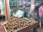 harga-kentang-di-padang-mulai-naik-pedagang-pasar-raya-padang-jual-rp-10-ribu-per-kilogram.jpg