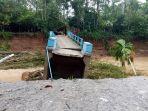 jembatan-putus-di-kecamatan-akaniluru-kabupaten-limapuluh-kota.jpg