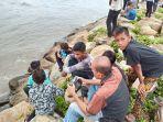 keluarga-cari-remaja-terseret-ombak-pantai-padang-pakai-drone-sar-turunkan-3-perahu-karet.jpg