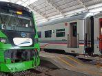 kereta-api-minangkabau-express-melintas-di-stasiun-duku-rabu-27112019.jpg