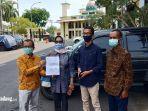 ketua-komisioner-pemilihan-umum-kpu-sumatera-barat-sumbar-amnasmen-berfoto.jpg