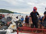 komunitas-pemuda-indonesia-peduli-sampah-atau-disingkat-pipis-punguti-sampah.jpg