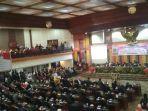 live-streaming-pelantikan-dprd-sumbar-periode-2019-2024-wajah-baru-hiasi-kursi-anggota-legislatif.jpg