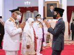 mahyeldi-audy-joinaldy-dilantik-presiden-joko-widodo-sebagai-gubernur-dan-wagub-sumbar-di-istana.jpg