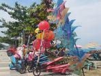 mainan-skuter-dan-sepeda-motor-anak-anak-di-pantai-padang.jpg
