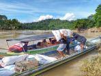 masyarakat-relawan-dan-instansi-terkait-membawa-bantuan-korban-banjir.jpg