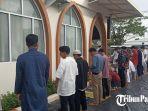 masyarakat-saat-melaksanakan-salat-ied-idul-adha-di-masjid-mujahidin.jpg