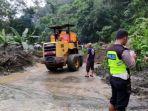material-longsor-timbun-jalan-lintas-sumatera-di-ix-koto-sei-lasi-kabupaten-solok.jpg