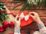 merangkai-bunga-dan-kado-valentine-day.jpg