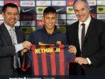 neymar-saat-diperkenalkan-barcelonajpg.jpg