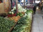 pedagang-sayuran-di-pasar-raya-padang-rabu-742021.jpg