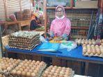 pedagang-telur-di-pasar-raya-padang-22-mei-2020.jpg