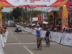 pembalap-grospe-ismael-jr-finis-terdepan-pada-etape-iii-tour-de-singkarak-tds-2019.jpg