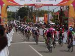 pembalap-tour-de-singkarak-tds-2019-finis-di-etape-iii-selasa-4112019.jpg
