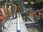 peninjauan-pembangunan-jembatan-di-kelurahan-lubeg-padang.jpg