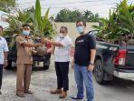 penyerahan-bantuan-bibit-pohon-kelapa-dalam-dari-pt-semen-padang.jpg