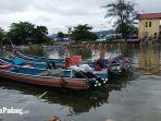 perahu-nelayan-saat-bersandar-di-kawasan-muaro-lasak-kotsa-padang.jpg