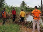 petugas-bpbd-padang-melakukan-survei-potensi-penyebab-banjir.jpg