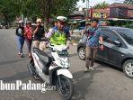 petugas-kepolisian-amankan-sepeda-motor-yang-diduga-melanggar-lalu-lintas.jpg