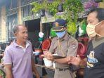 petugas-satpol-pp-padang-saat-menemui-pedagang-di-kota-padang-sumatera-barat.jpg